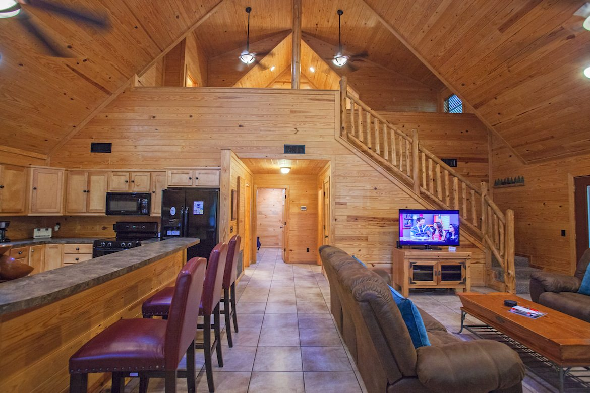 Big Truck Videos >> Big Bear Cabin in Broken Bow, OK - Sleeps 8+ - Hidden ...