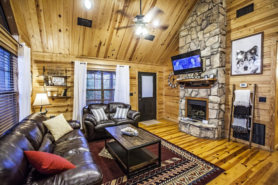 Gray Wolf Lodge Cabin In Broken Bow Ok Sleeps 4
